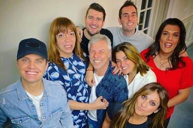 Santiago del Moro junto a su equipo radial: con ellos lidera las mañanas de la FM
