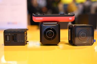 El sistema modular de Insta360 para grabar video en 360 grados o con un gran angular 4K; el sistema es sumergilbe y puede agregar funciones