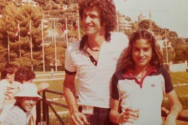 Gaby Sabatini y Palito Fidalgo, su formador y entrenador en River Plate; trabajaron juntos hasta fines de 1984.