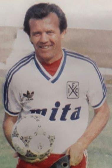 Nunca escatimó al esfuerzo, ni siquiera a las tareas básicas; en Independiente ganó el campeonato 1988/1989.