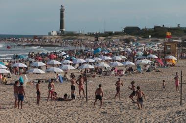 Uruguay favorece la radicación de empresas y familias argentinas