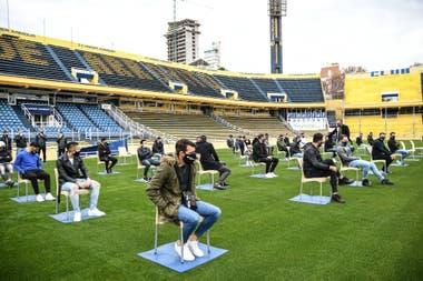 El plantel de Rosario Central tuvo su primer contacto con el nuevo DT, manteniendo la distancia social.