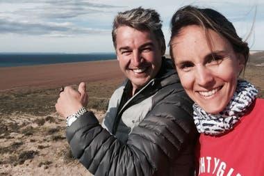 Tinio y Julitte: primero turista y capitán,luego amigos, luego empleador y empleada, finalmente socios en el Yellow Submarine y El Pedral.