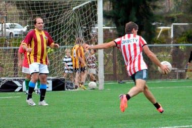 Por hacer un gol como los del fútbol común son otorgados 3 puntos; por uno como los drops del rugby, 1 punto.