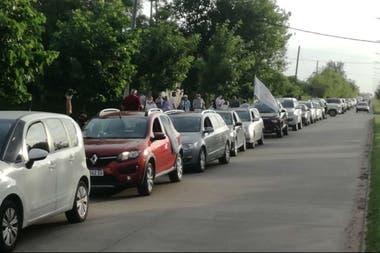 Los productores de Pehuajó marcharon en caravana y firmaron un petitorio para el intendente de esa ciudad para que libere la circulación y los accesos rurales