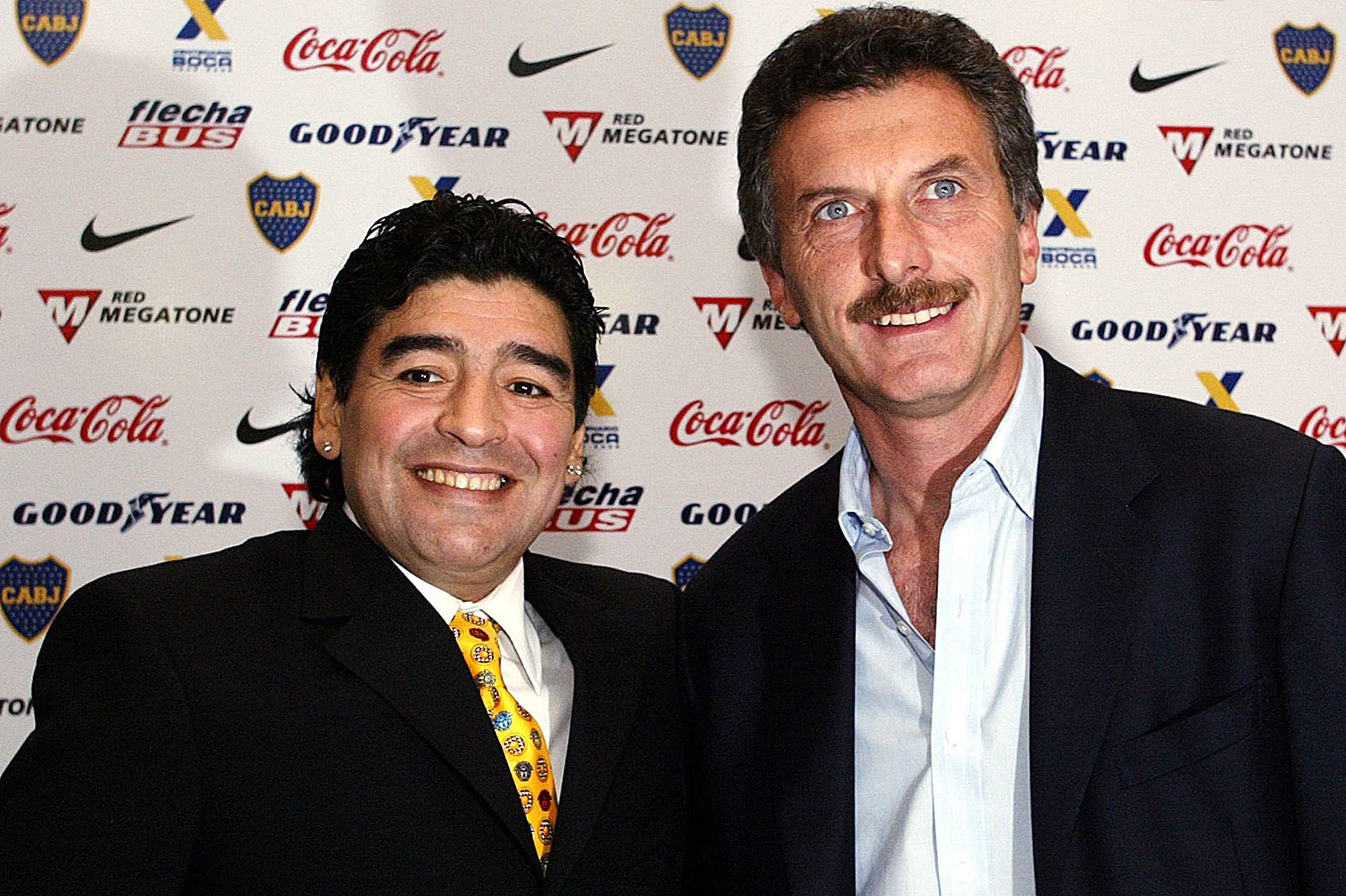 Murió Diego Maradona. Cómo Mauricio Macri se enteró de la noticia, el llamado a Guillermo Coppola y una historia con desencuentros