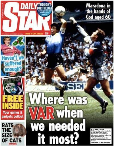 """Daily Star, polémico. """"¿Dónde estaba el VAR cuando más lo necesitábamos?"""", se pregunta el diario. Y agrega: """"Maradona en manos de Dios a los 60 años""""."""