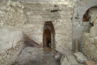 La estructura del lugar, sus pisos y los objetos hallados indican que se trató de una vivienda familiar, construida en el siglo I de nuestra era