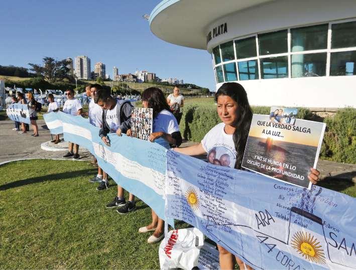 Un grupo de parientes volvió a reunirse ayer en la Base Naval Mar del Plata