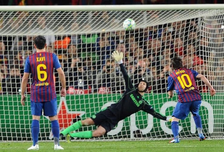Uno de los momentos más tristes de Messi en Barcelona: la pelota pegó en el travesaño y los catalanes quedaron eliminados