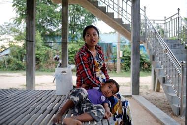 Khen Srey Touch y su hijo de 4 años