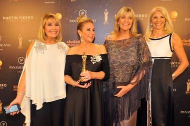 Resultado de imagen para premios martin fierro de cable marcela tyner