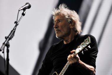 El show de su gira Us Them Tour repasa las canciones más gloriosas de Pink Floyd