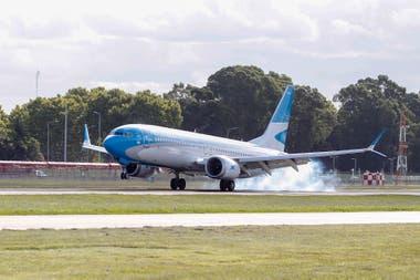 Uno de los Boeing 737 de Aerolíneas Argentinas,en Aeroparque