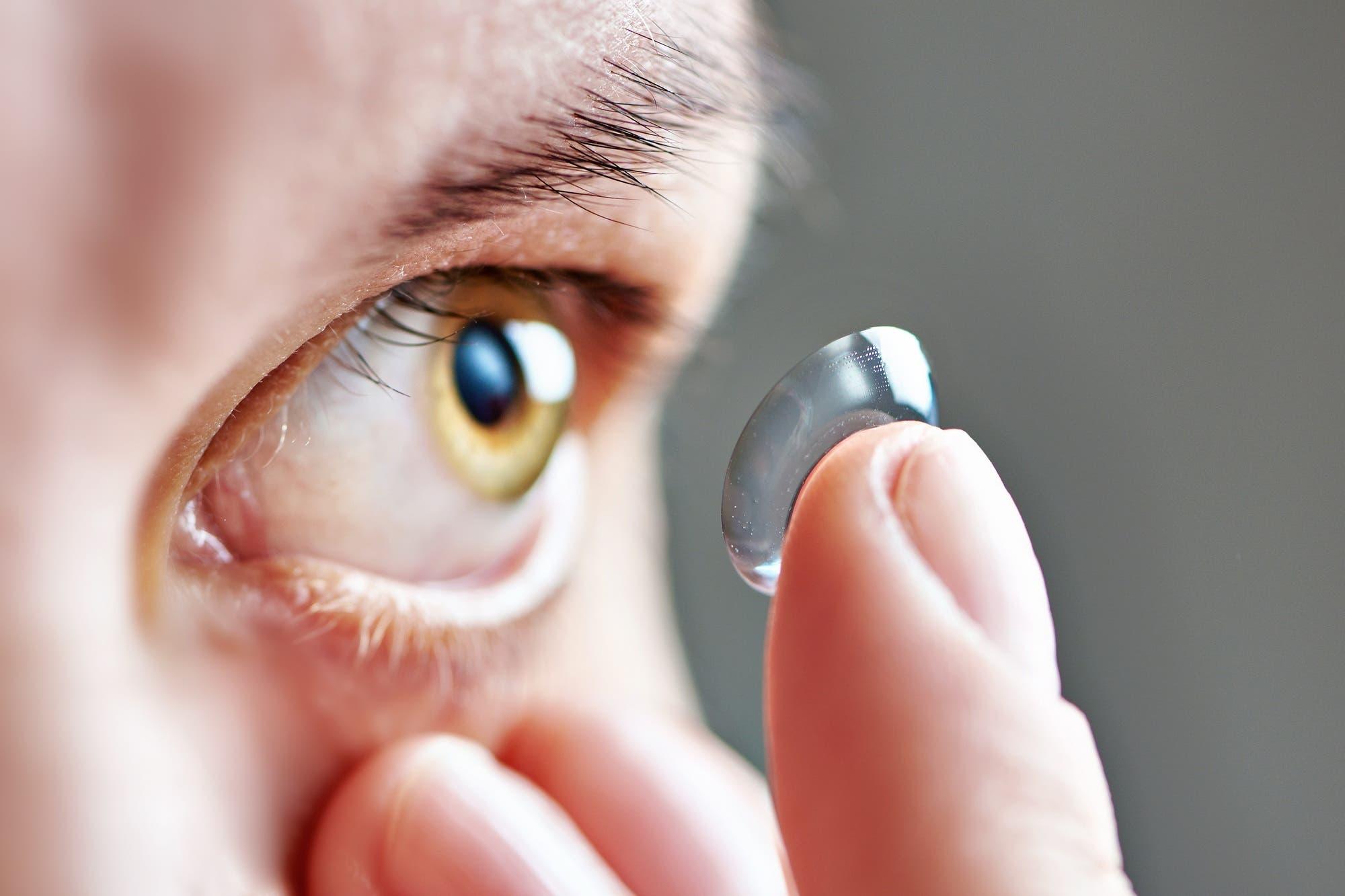 Crean lentes de contacto con zoom: se activan con un doble pestañeo