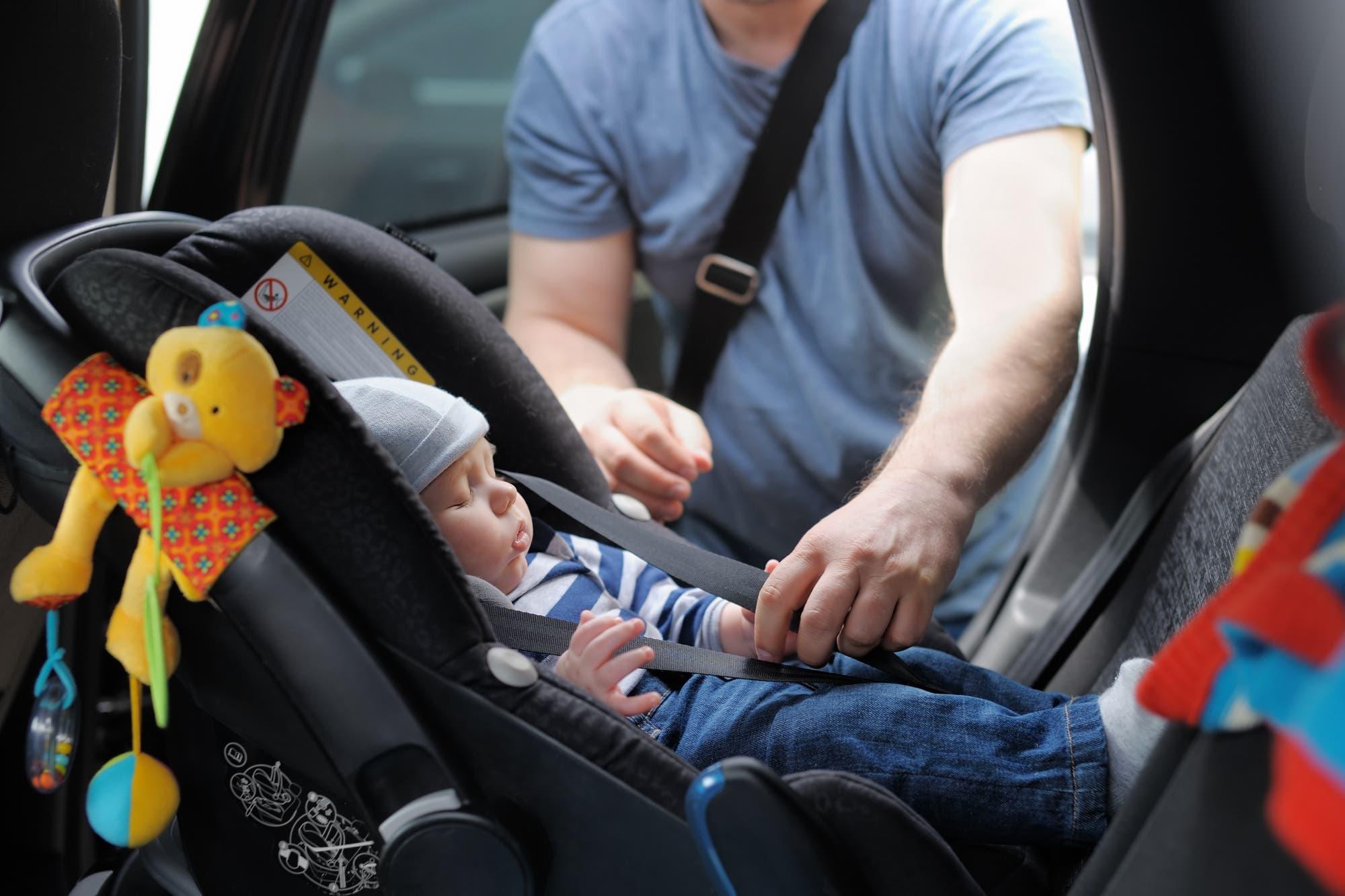 Italia exigirá el uso de sillas con sensores para evitar el olvido de chicos en el auto