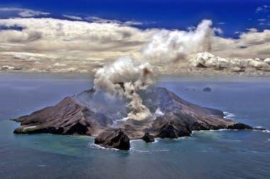 Una imagen de 1999 muestra al volcán en actividad