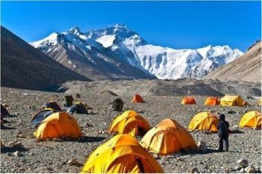 El parque llega hasta la cima del monte Everest, que está a 8.848 metros sobre el nivel del mar y es considerado el punto más alto de la Tierra.