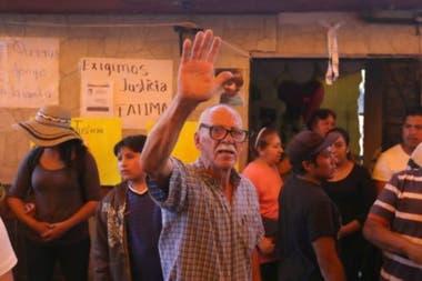 Centenares de vecinos se agolparon frente a la humilde casa de la familia durante el velorio