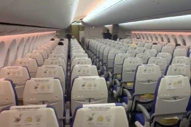 Asientos vacíos durante un vuelo de Singapur a Bangkok el 4 de marzo de 2020. El turismo internacional es una de las apuestas del Gobierno para traer dólares, pero está afectado por el coronavirus.