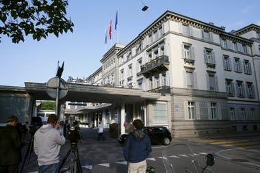 Una vista general muestra el hotel Baur au Lac en Zúrich, Suiza. Antes del 65º Congreso de la FIFA de mayo de 2015, ese lugar fue el epicentro de una operación para arrestar a varios funcionarios de alto rango de la FIFA