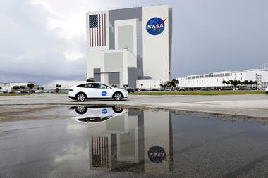 NASA - SpaceX: los astronautas son trasladados a la plataforma de lanzamiento