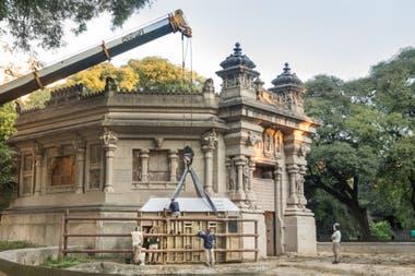 La elefanta Mara fue trasladada desde el Ecoparque porteño en una caja especialmente diseñada para elefantes que prestó el Santuario brasileño
