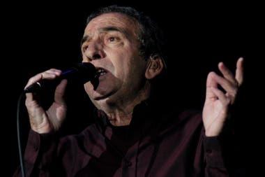 José Luis Perales escribió la canción para Julio Iglesias, pero su compañía discográfica prefirió que la grabara él