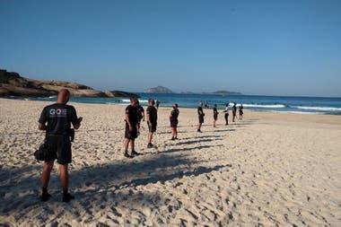 Estrictos controles para no ir a las playas de Río de Janeiro para tomar sol y baños de mar
