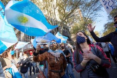 Manifestantes en el centro de la ciudad de Mendoza