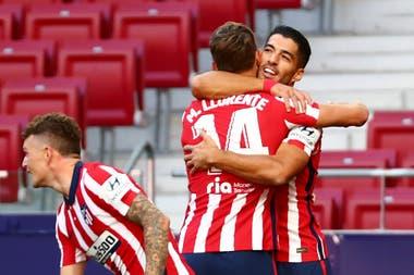 Luis Suárez celebra su primer gol en Atlético de Madrid, el domingo. Tuvo un gran debut.