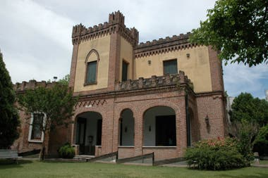 Está en calle Rosales 1521, de Adrogué y fue construido en 1874 por el ingeniero italiano José Canale