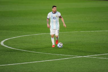 Messi jugó más atrás que como está haciéndolo en Barcelona bajó la dirección de Ronald Koeman; no hizo diferencias importantes en la gestación.
