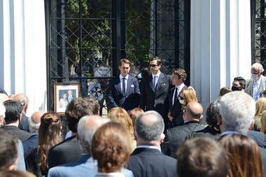 Los restos de Silvia Saravia y Jorge Neuss fueron inhumados en una ceremonia conjunta