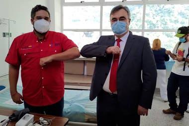 El hijo de Nicolás Maduro con el embajador de Rusia en Venezuela, antes de aplicarse la vacuna Sputnik V