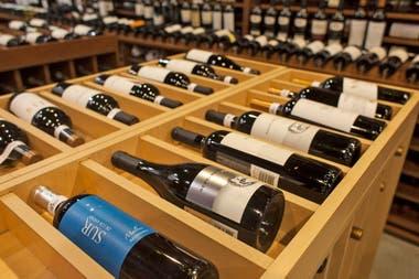 Los argentinos toman cada vez menos vino. Para contrarrestar la tendencia, los productores prometen pelear con bajos precios
