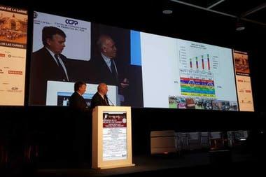 Fernando Canosa y Víctor Tonelli en la presentación del informe sobre el sector