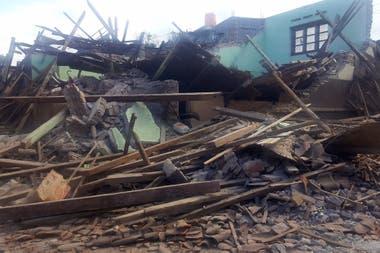 Las réplicas terminan de derrumbar las casas más dañadas
