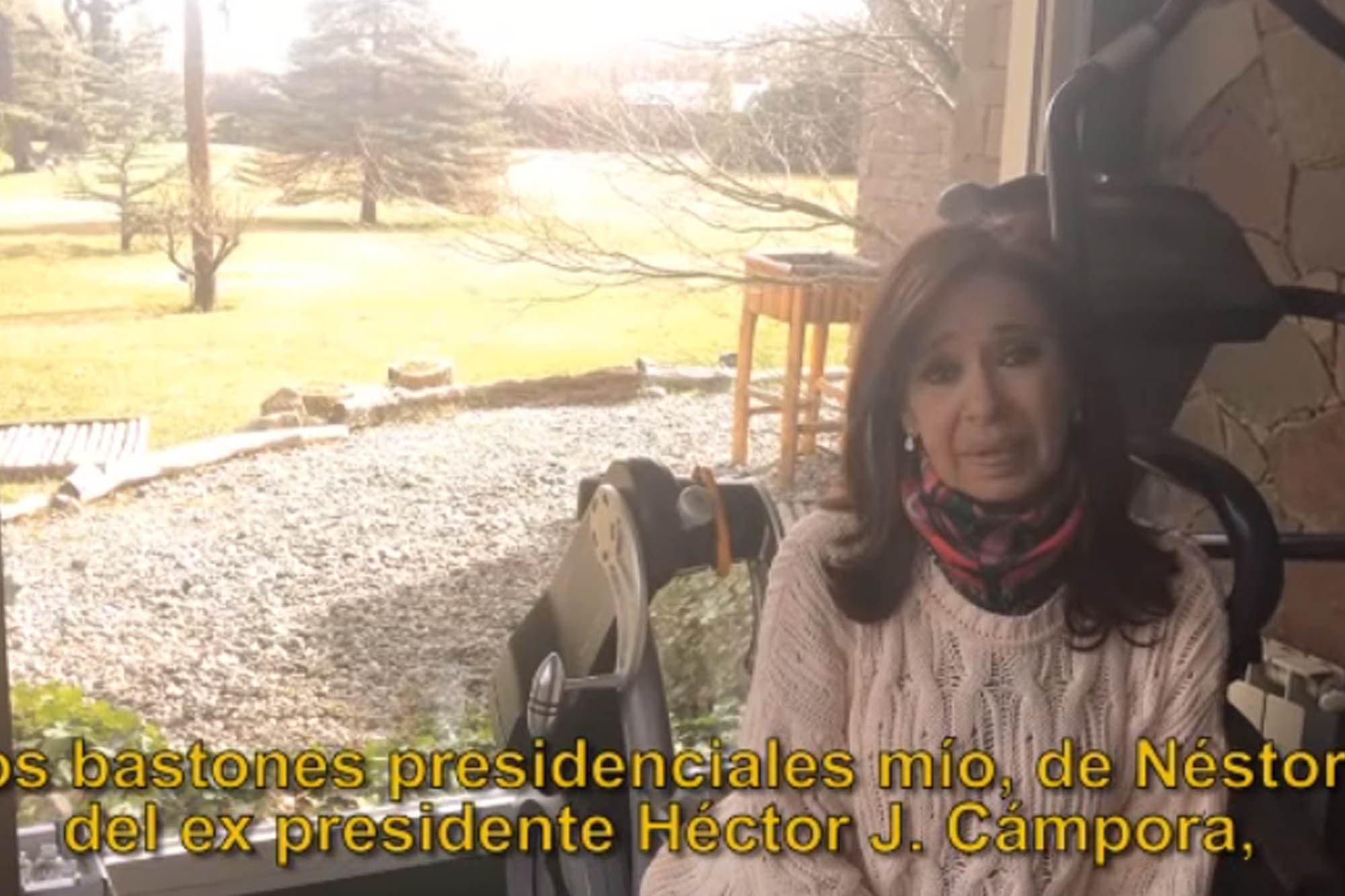 """Furiosa, Cristina Kirchner mostró cómo quedó su casa de El Calafate tras el allanamiento: """"No hay subsuelos"""""""