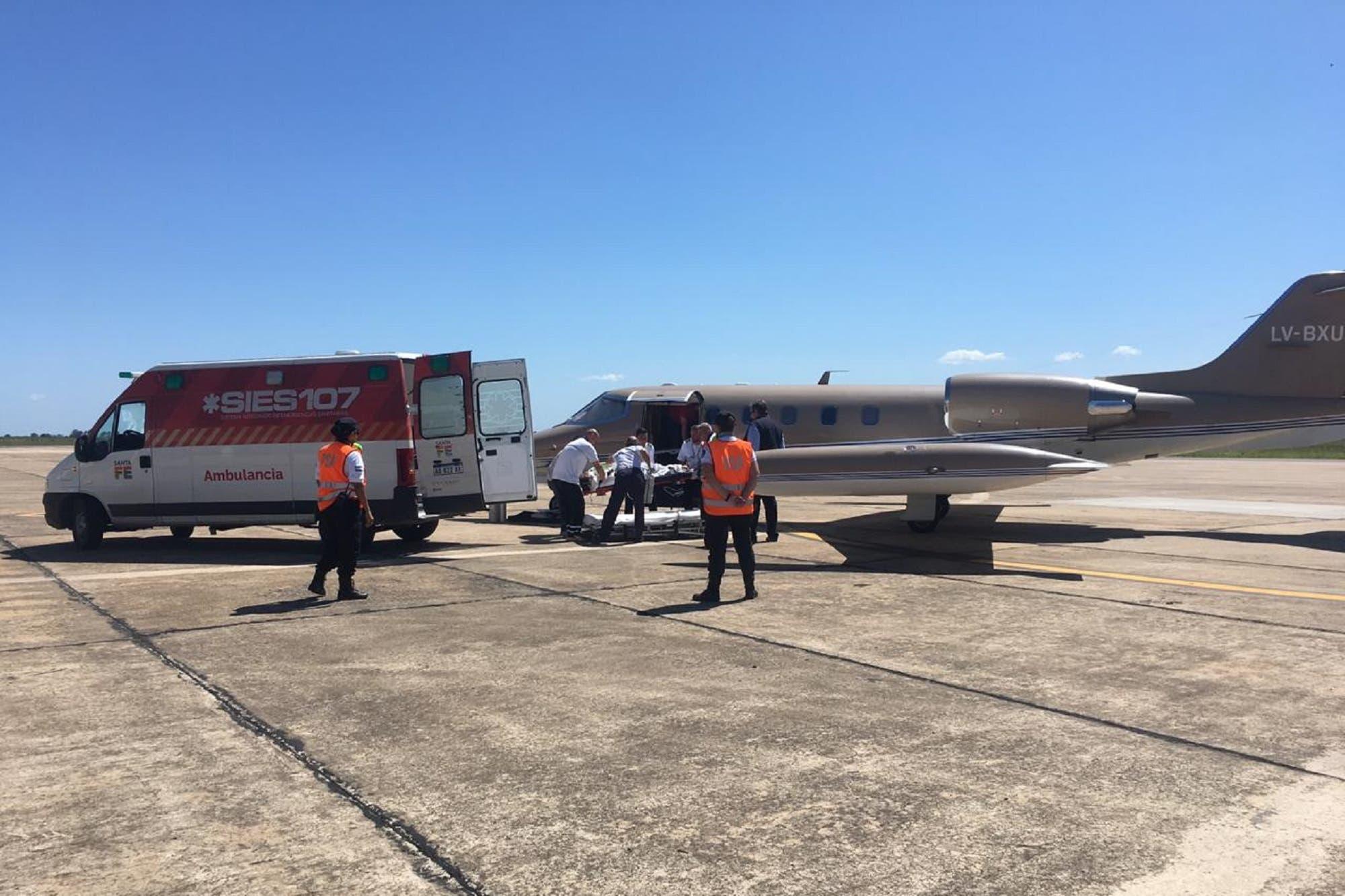 La joven quemada por su novio en Brasil fue trasladada a Santa Fe en un avión sanitario