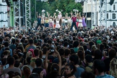 Como sucedió en la primera edición de verano del FIBA (foto), el barrio del Abasto volverá ser eje de diversas acciones artísticas