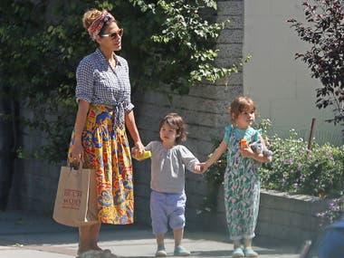 Mendes disfruta de la maternidad a tiempo completo