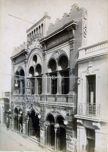 Teatro Casino. Tuvo dos versiones de distintos estilos, antes de ser demolido.