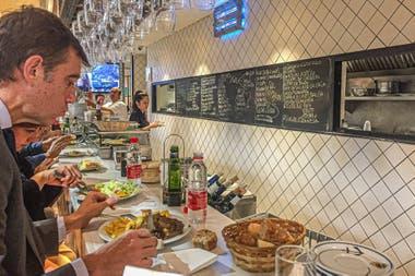 Obreros y ejecutivos de la ciudad coinciden en la barra y las mesas de Casa Dani