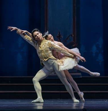 Maximiliano Iglesias y Macarena Giménez, primeros bailarines del Teatro Colón, forman una pareja con gran conexión
