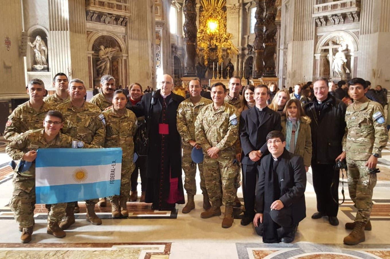El Papa les mandó 50 rosarios a militares detenidos por delitos de lesa humanidad