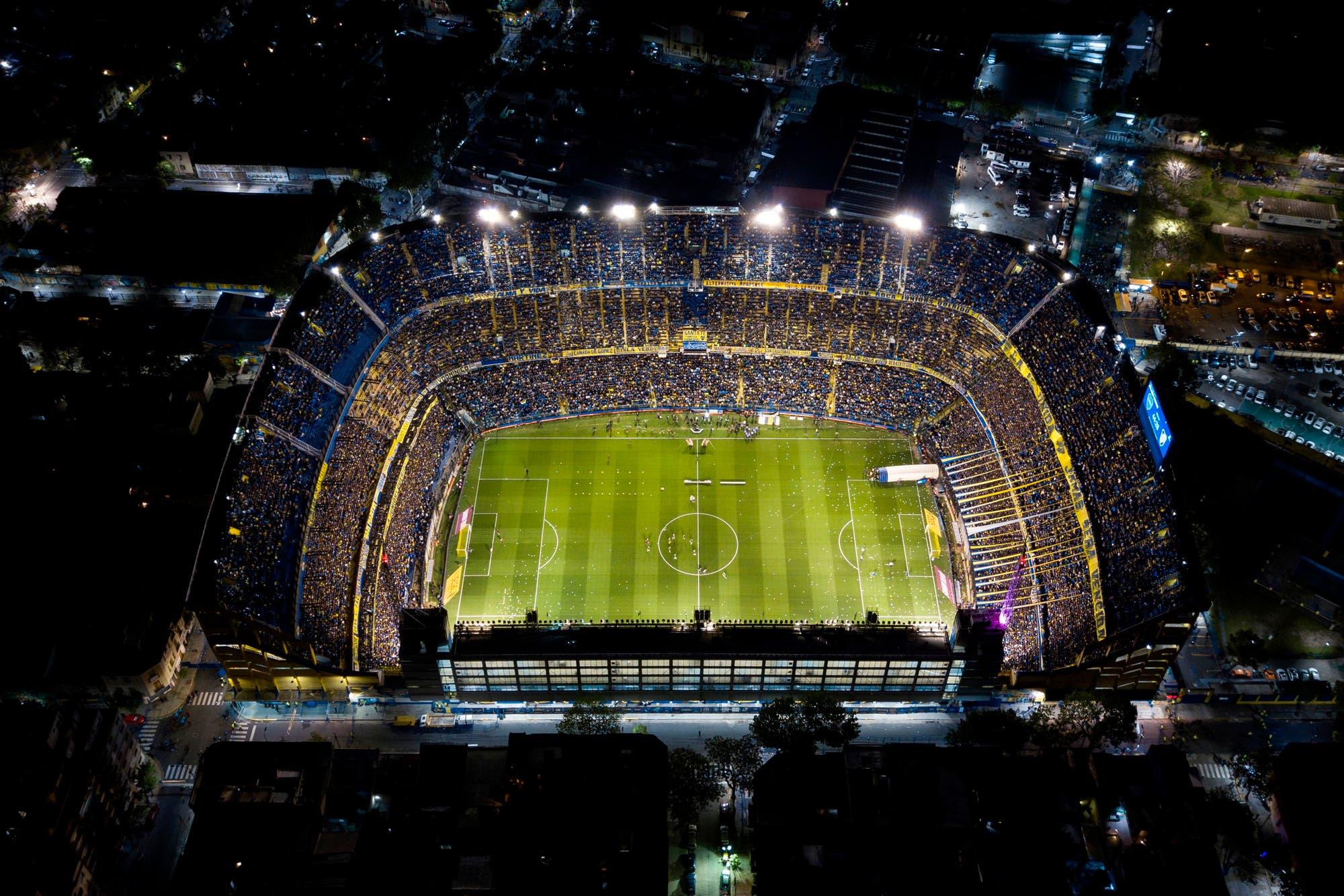 La historia detrás del contrato entre AySA y Boca: un error ortográfico, el ministro abrazado a la Copa Libertadores y la negativa de River