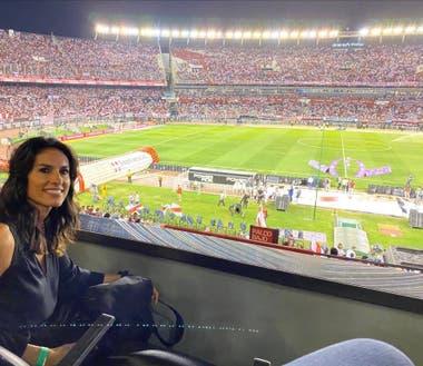 """47) Hincha de River y del """"Beto Alonso"""", cada vez que puede Sabatini visita el Monumental. El año pasado fue agasajada por la dirigencia del club."""
