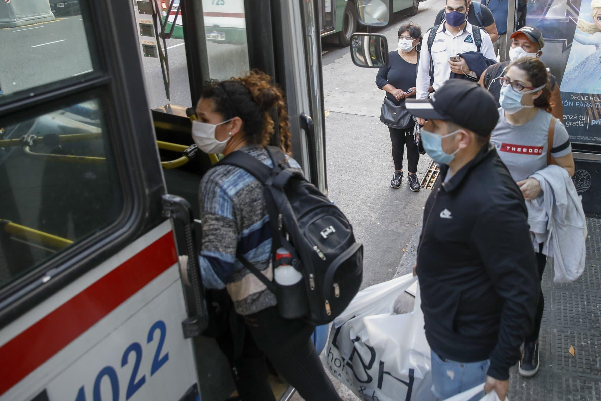 Vueltas a clases: los estudiantes también podrán usar el transporte público