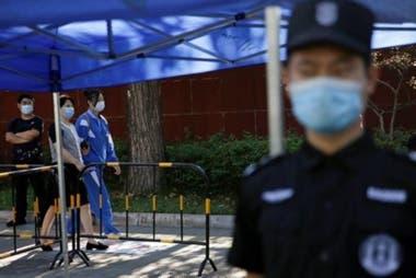 El día del examen se cierran calles para facilitar la llegada de los estudiantes y se amplían los dispositivos policiales. (Pekín, 7 de junio de 2020).